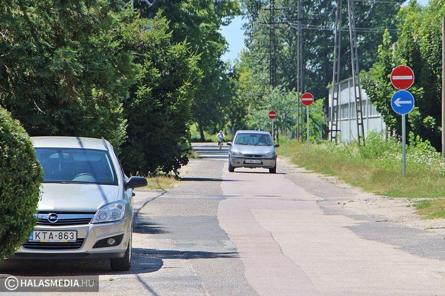 Közlekedők, figyelem! Egyirányú lett a Botond utca