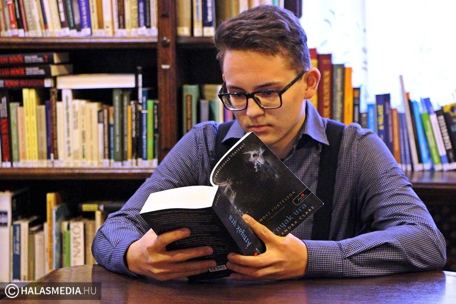Könyvet olvasni jó