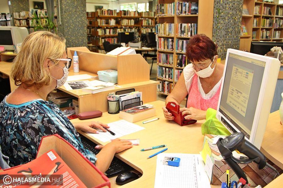 A könyvtárban is ügyelnek a szabályok betartására