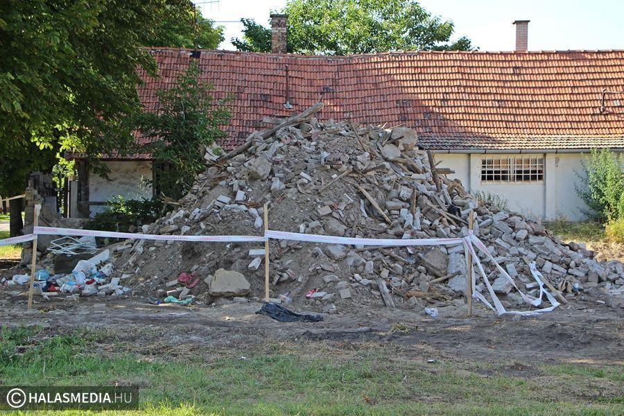 Lebontották a veszélyes házat
