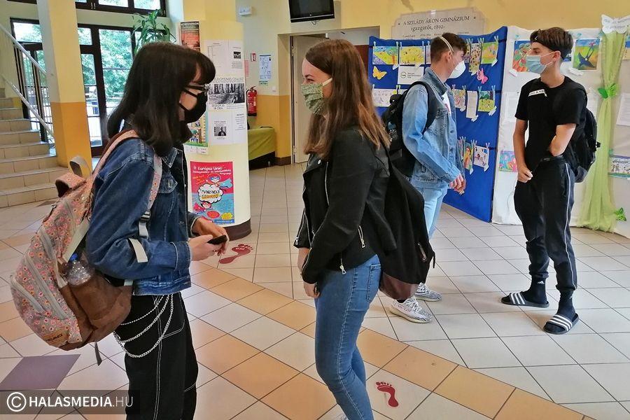 (►) Vigyáznak egymás egészségére a halasi középiskolások