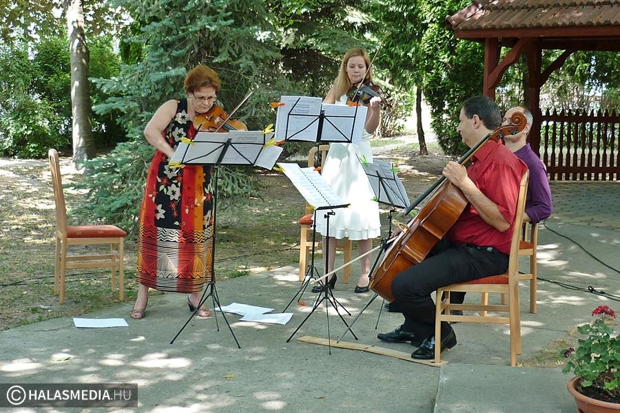 Világhírű zenészek az Idősek Otthonában