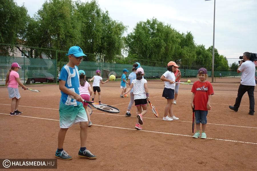 (►) Tenisz és baptista nyelvi tábor