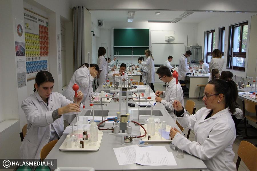 Jubiláló kémiaverseny