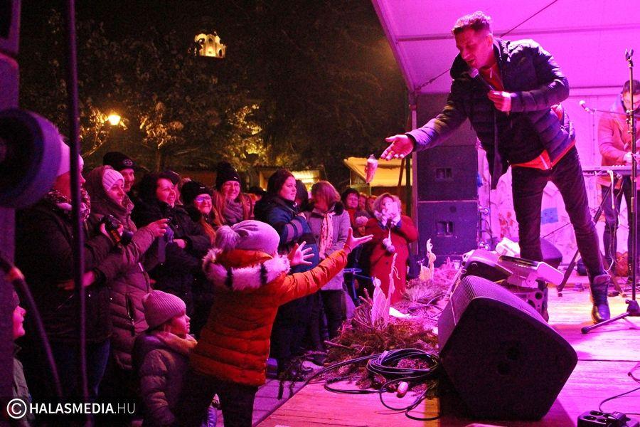Téli fagyi és mínusz 6 fok Vastag Csaba adventi koncertjén