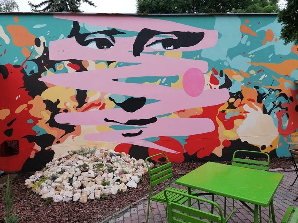 (►) Mona Lisa Halas belvárosában