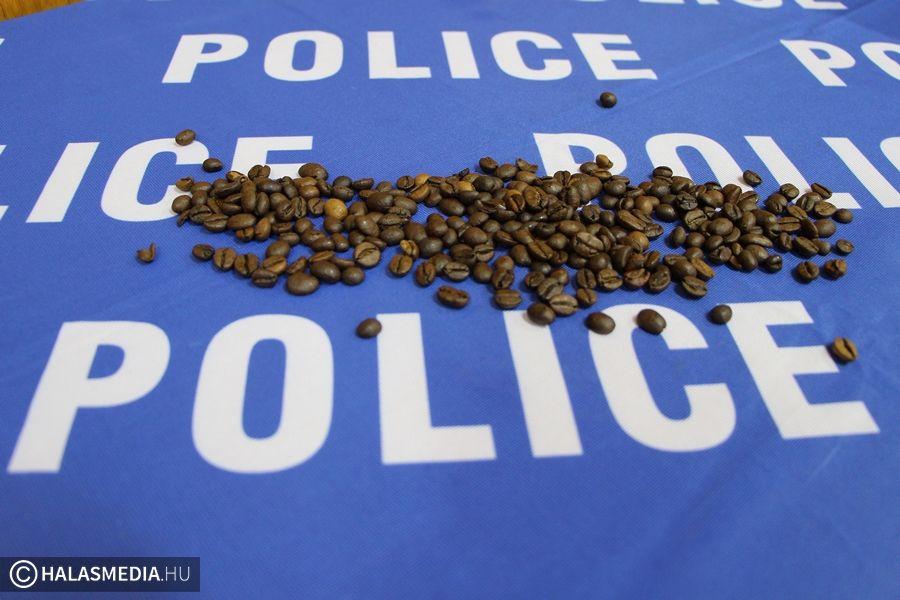 Police Cafe sokakat érintő témákkal