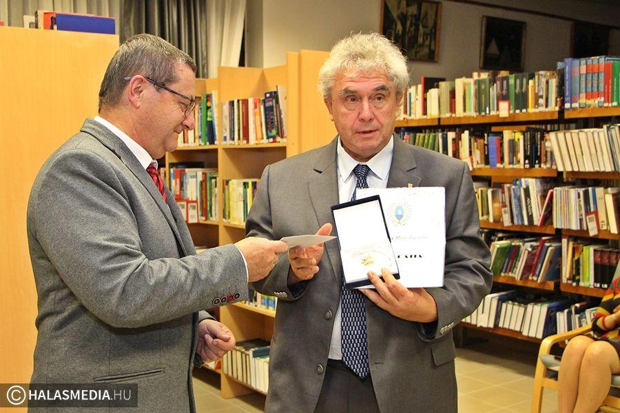 (►) Cum Gratia díj Mester Sándornak