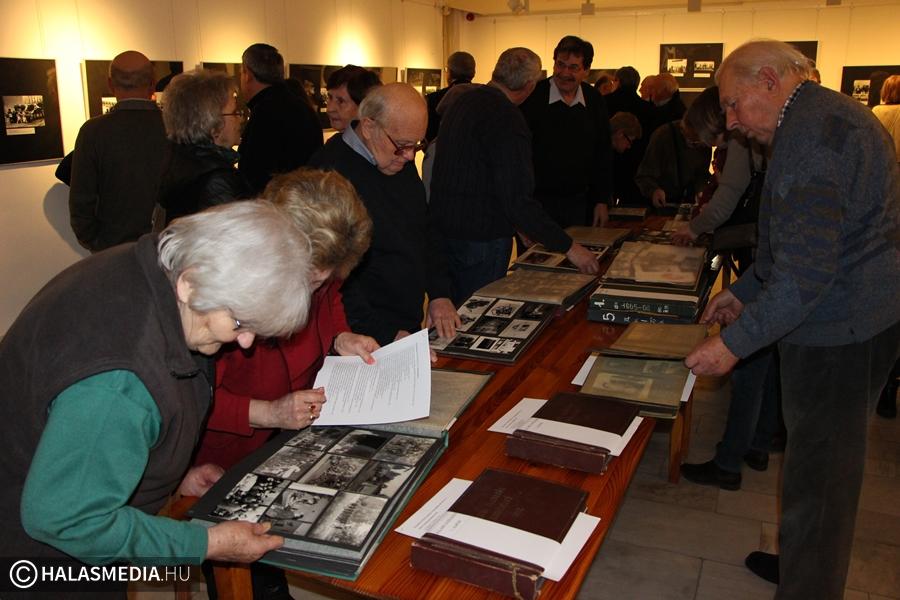Retró fotók kiállítása