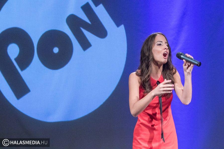 (►) Szandi a TOP9-ben énekel