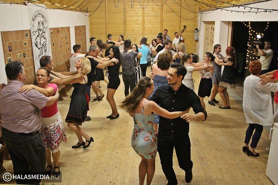 Nyáresti táncház a Pajtaszínpadon