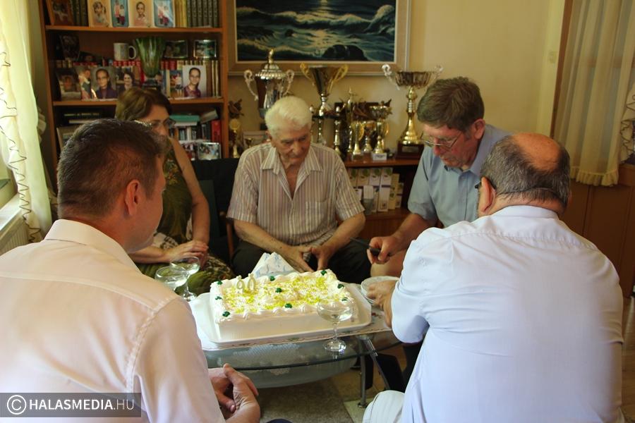 A 90 éves Szekeres Sándort köszöntötték