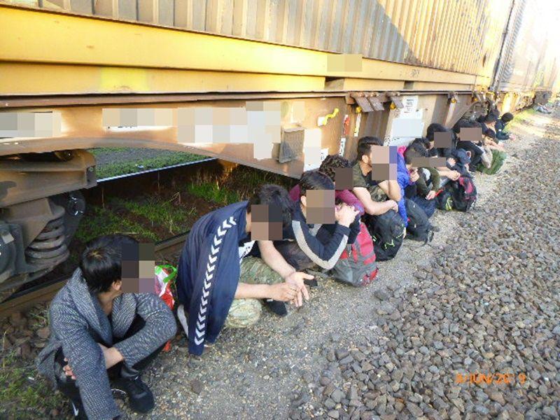 34 migráns volt a tehervonaton