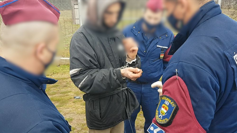 (►) Internetes csalókat vettek őrizetbe Halason