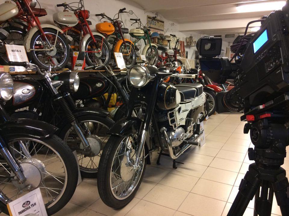 Retro motorok, sok vers és könyv a Kultúrképben