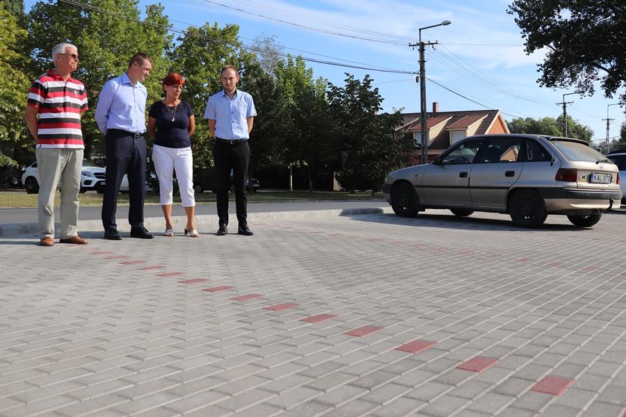 Megújult a Kertvárosi ABC előtti parkoló (galéria)