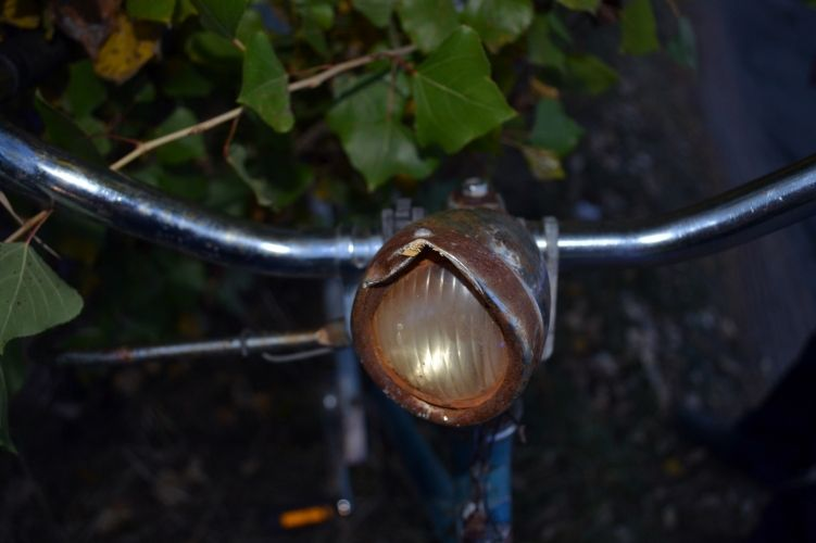 Ittas biciklis ment neki a busznak