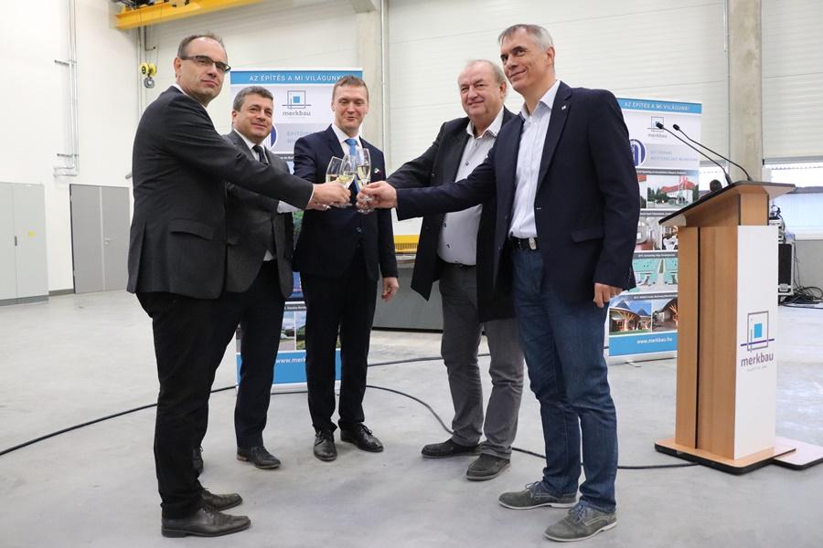 324 millió forintos csarnokfejlesztés a Merkbau-nál (galéria)