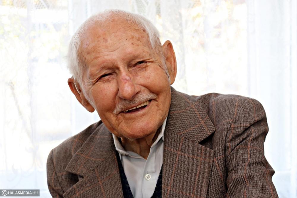 A 103 éves Béla bácsi jó egészségnek örvend (galéria)