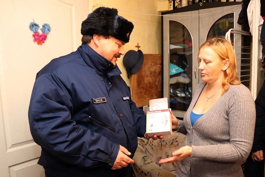 Füstérzékelőt adományozott a katasztrófavédelem (galéria)
