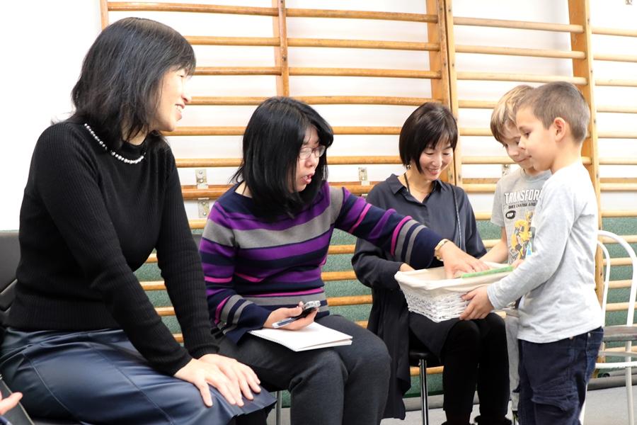 Japán vendégek a katolikus óvodában és iskolában (galéria)