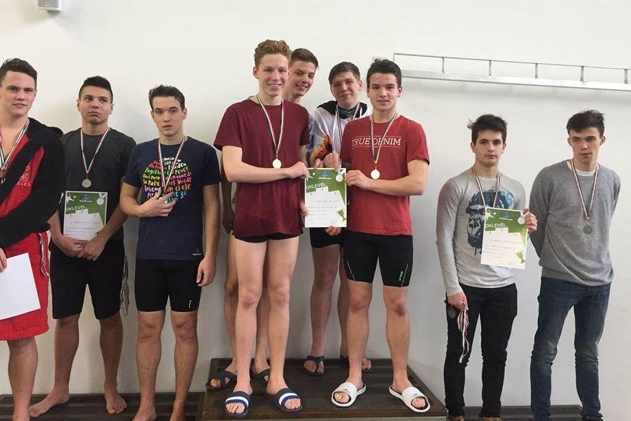 Országos döntőben a bibós úszók