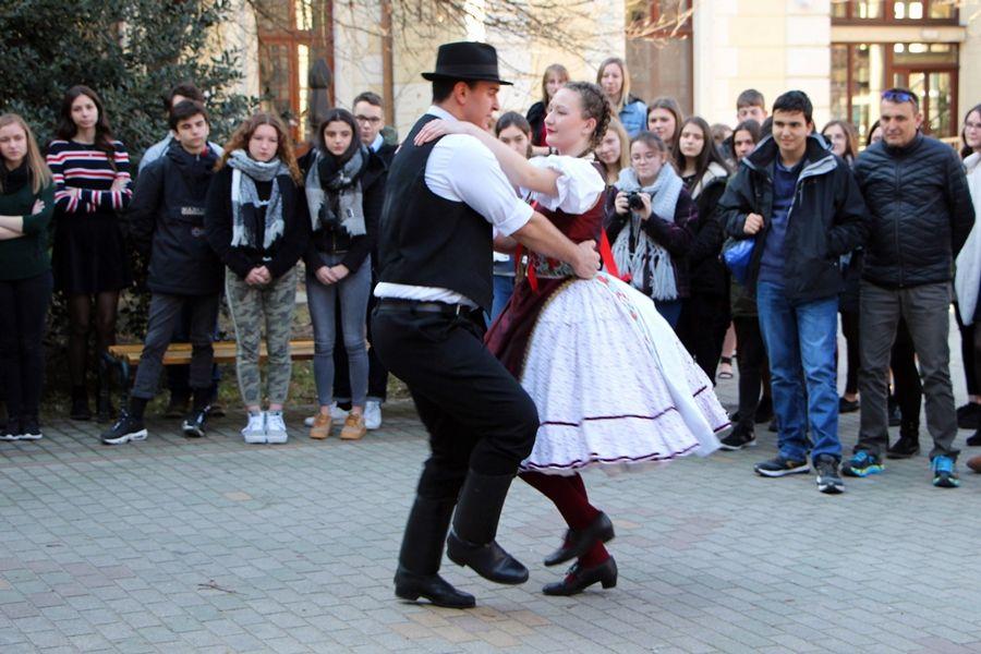 Franciaországból jöttek, magyar táncot tanultak