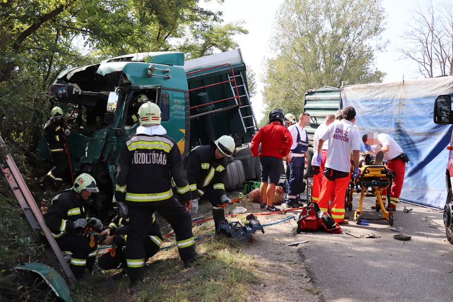 Nem segített a házaspár, pedig látta a fehértói kamionbalesetet