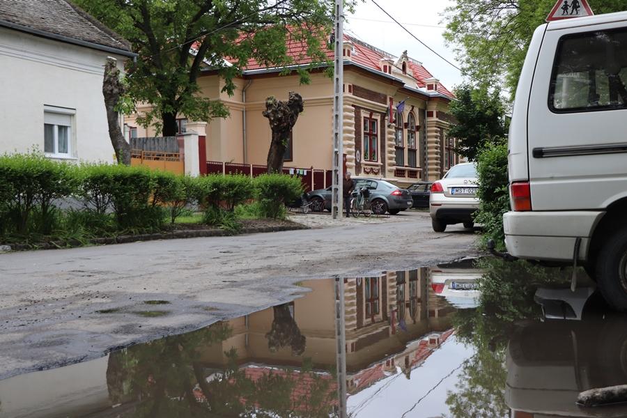 Ady Endre utca: útfelújítás, csapadékvíz-elvezetés
