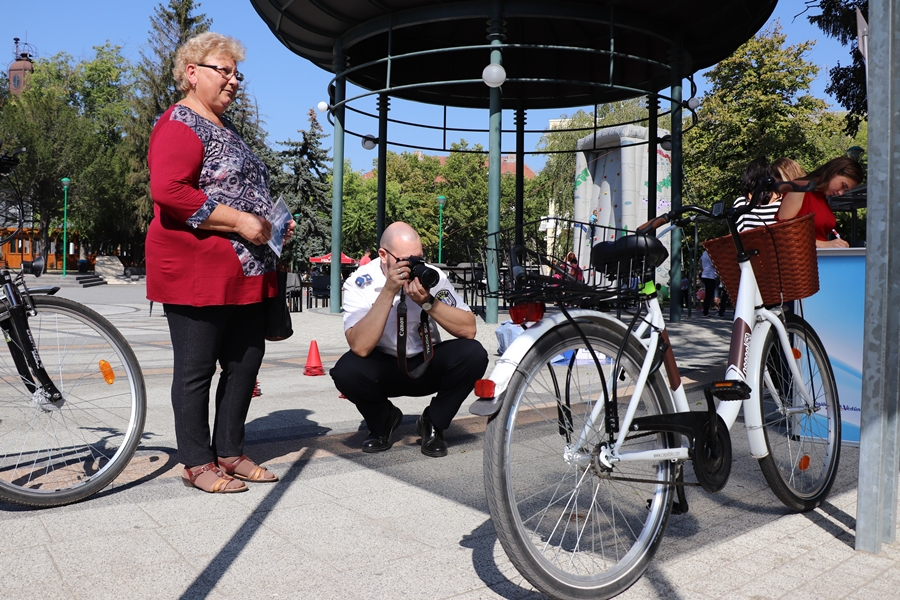 Kerékpár regisztráció a gyermeknapon