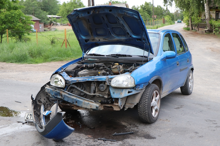 Opel és Toyota ütközött a Kopolyai úton (galéria)