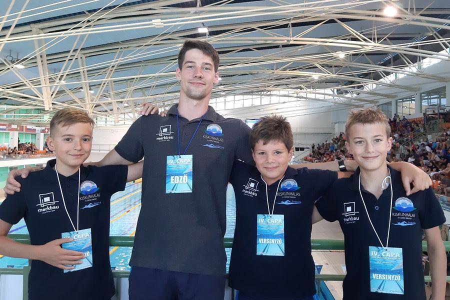 Országos bajnokságon úsztak a halasi cápák