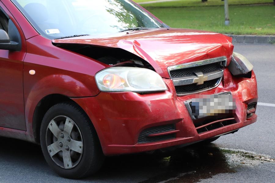 Autók ütköztek a víztoronynál