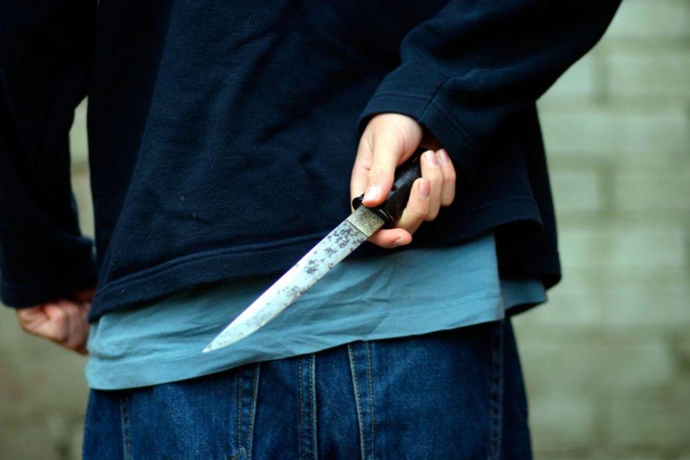 Az anyját is késsel fenyegette a halasi férfi