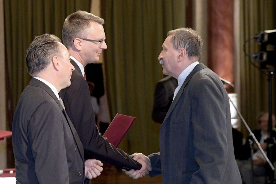 Móra Ferenc- díjat kapott Szakál Aurél