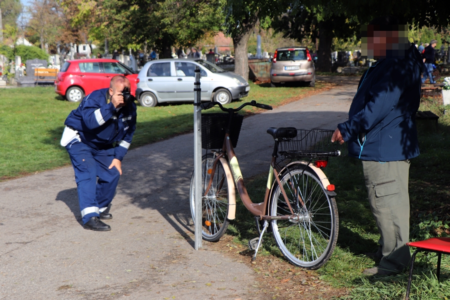 Kerékpáros-baleset volt a temetőben
