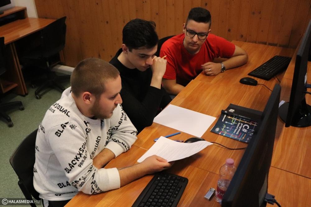 Programozói verseny volt a Tekóban (galéria)