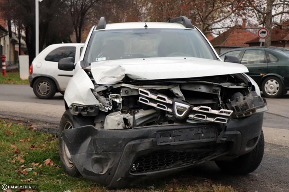 Dacia és Renault ütközött az Átlós utcai kereszteződésben