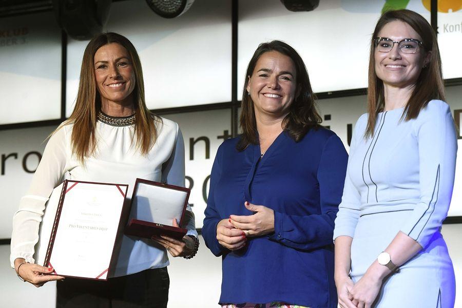Miklósa Erika Pro Voluntarius-díjat kapott