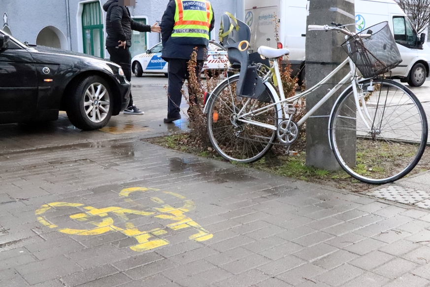 Kerékpáros-baleset volt a Városházánál