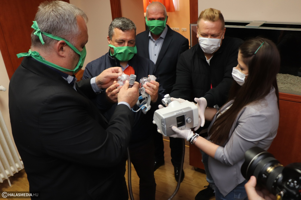 Nemes gesztus: 2 milliót érő légzéssegítő eszközt kapott a kórház (galéria)