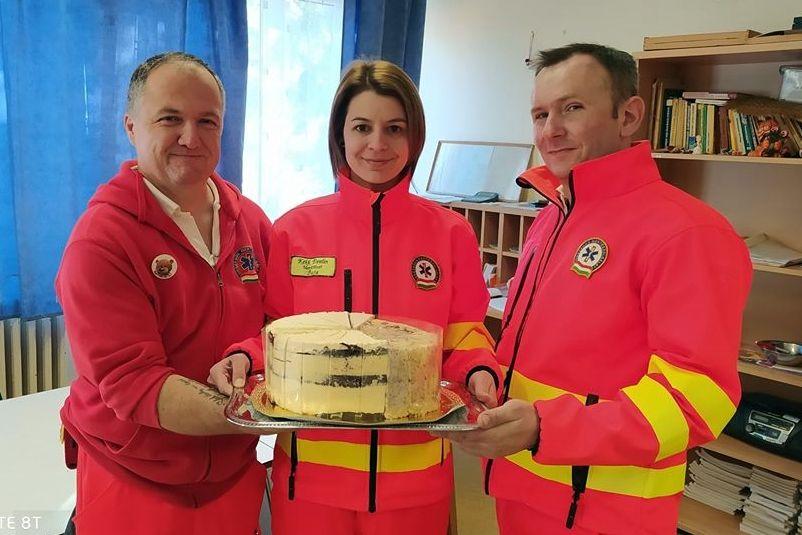 Újabb adományok a halasi mentőknek