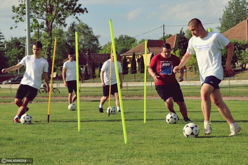 Gőzerővel készül és előre tekint a KFC U19-es csapata (galéria)