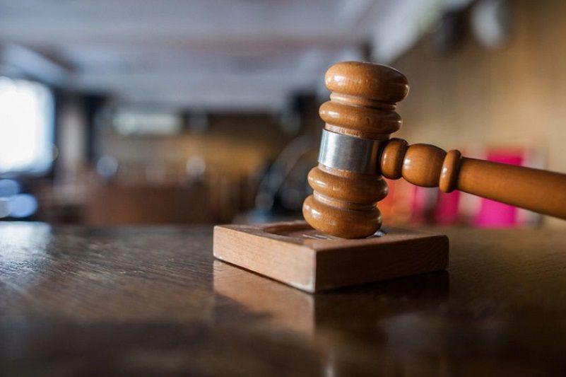 Egy ügyvéd segítségével semmizték ki az idős férfit