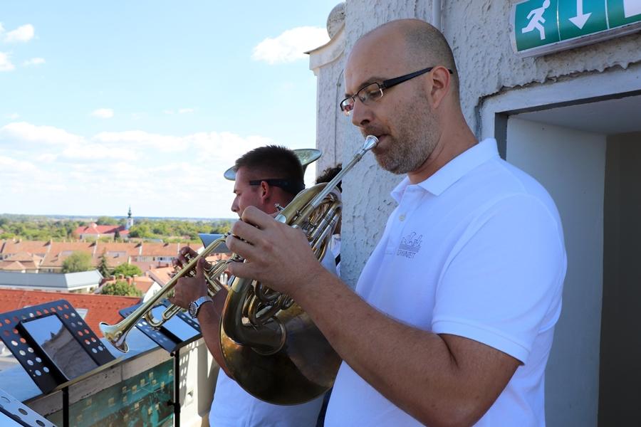 Fúvóskoncert a Panorámatoronyban