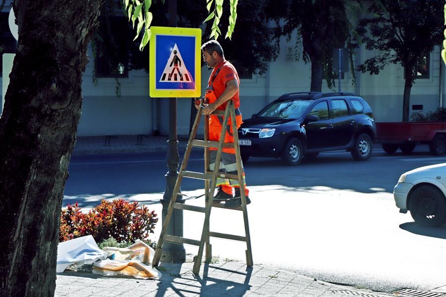 Új táblák figyelmeztetnek a gyalogátkelőkre