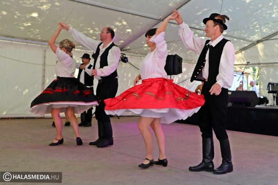 Zenés, táncos közösségfejlesztés Tompán (galéria)