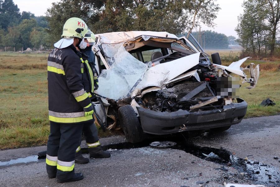 Újabb súlyos baleset: kisbusz ütközött egy autóbusznak a Szegedi úton (galéria)