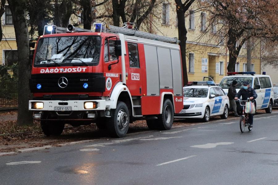 A halasi tűzoltók segítettek a mentőknek