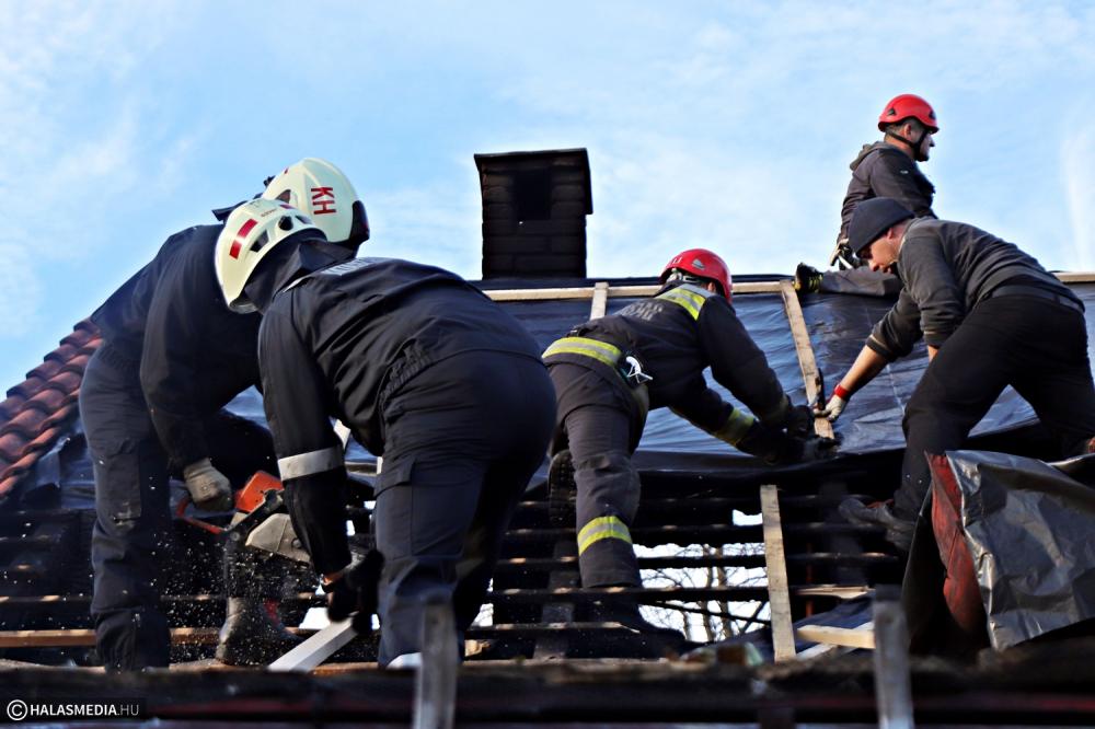 Példaértékű: tűzoltó, önkéntes mentőcsapat-tag, kézilabdázó, szomszéd, barát segített a Németh-családnak